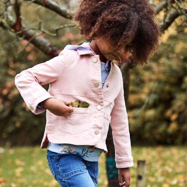 女孩牛仔夹克