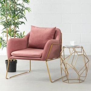 粉红色天鹅绒躺椅