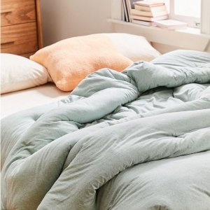 $9.99T-Shirt Jersey Comforter Snooze Set@Urban Outfitters