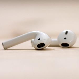 现价 £142(原价£159)Apple AirPods 无线蓝牙耳机近期好价