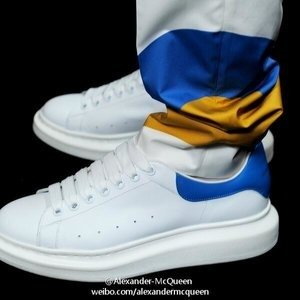 4.5折起,小白鞋再降$100Alexander McQueen 时尚美鞋,精选配饰特卖,$121收卡包