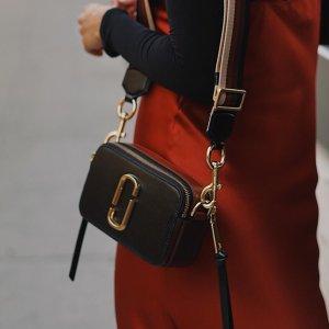 史低价$270 (原价$360)限今天:11.11独家 黑色补货:Marc Jacobs 小马哥相机包 新晋IT Bag