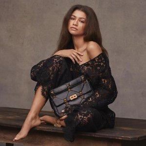 低至3折 logo钱包$175收Valentino 时尚精选 Uptown、Rockstud铆钉系列等