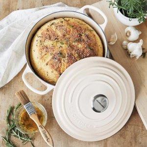 低至68折 £155收封面24cm奶白色铸铁锅Le Creuset 精选珐琅铸铁锅热促 收厨具中的爱马仕