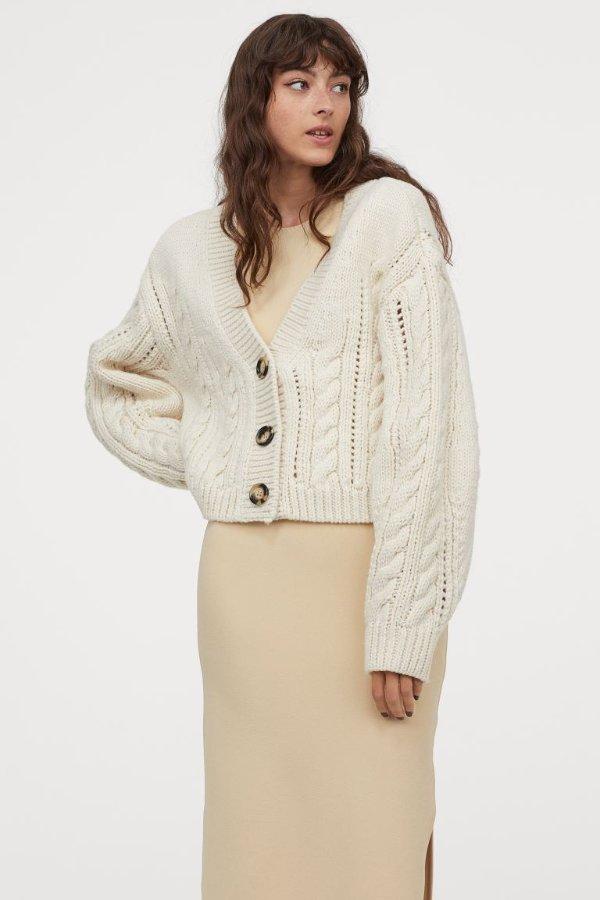 奶油白针织外套