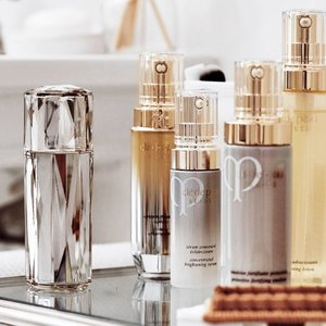Receive a 5-Piece Summer Beauty KitCle de Peau Beaute Exclusive Online Gift