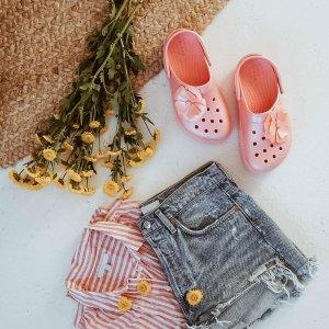 低至€17Crocs 洞洞鞋低至5折 收男女拖鞋、沙滩凉鞋、儿童凉鞋