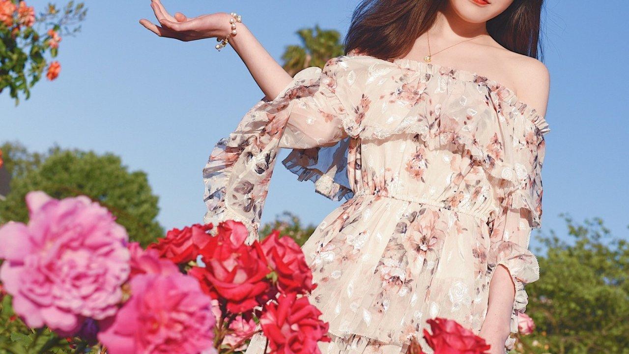 春天怎么能少的了仙气飘飘的连衣裙?一件JING US春夏裙子就能搞定