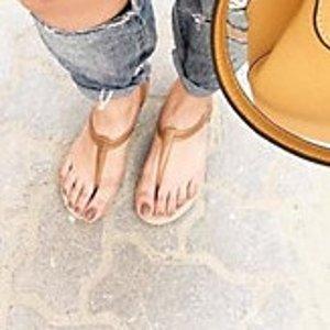 8折起+ 满$75减$15Crocs Isabella 系列女士凉鞋热卖  收夏日阳光橙