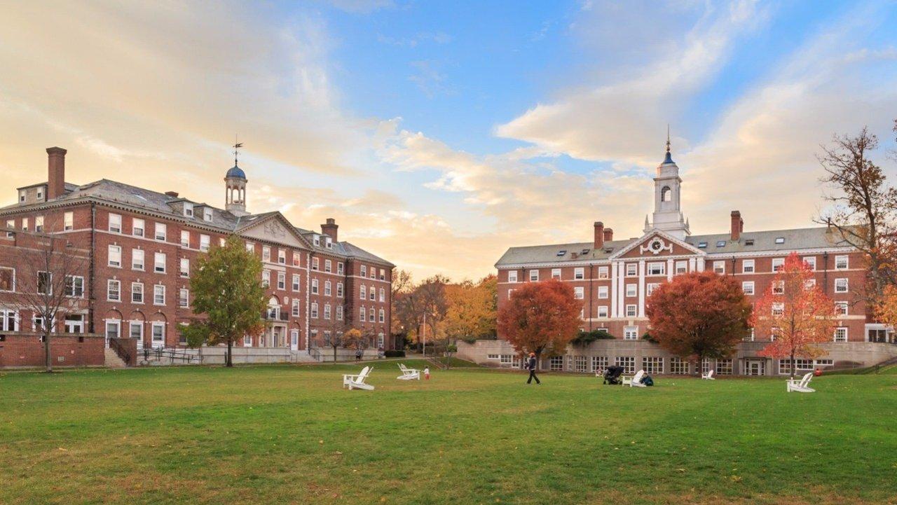 美国本科介绍 | 美国大学的类型/学制学费/排名/选校因素分别是什么?