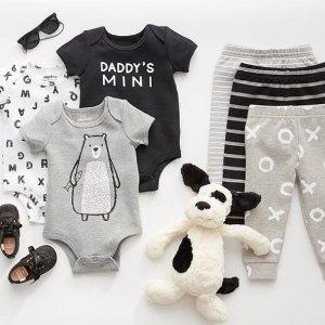 低至3.1折 爬服低至$5Indigo 宝宝爬服、口水兜,床头玩具 给宝宝的就要柔软舒服