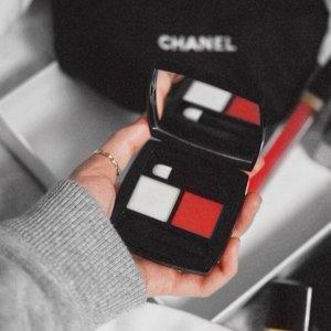 收限量版双色唇膏盘(£31.00)补货:Chanel官网 2018春夏新品现已发售 手慢无