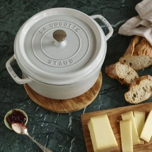 StaubCast Iron 4 qt, round, Cocotte, white truffle - Visual Imperfections
