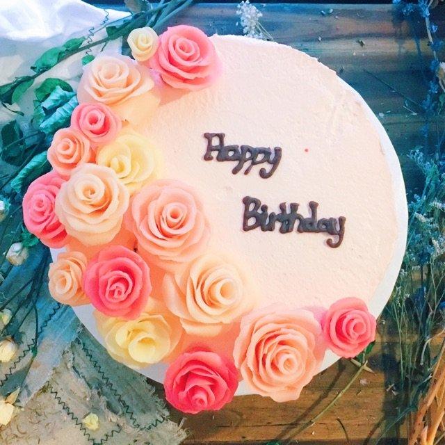 给小伙伴做的蛋糕,感觉还是有点美貌...