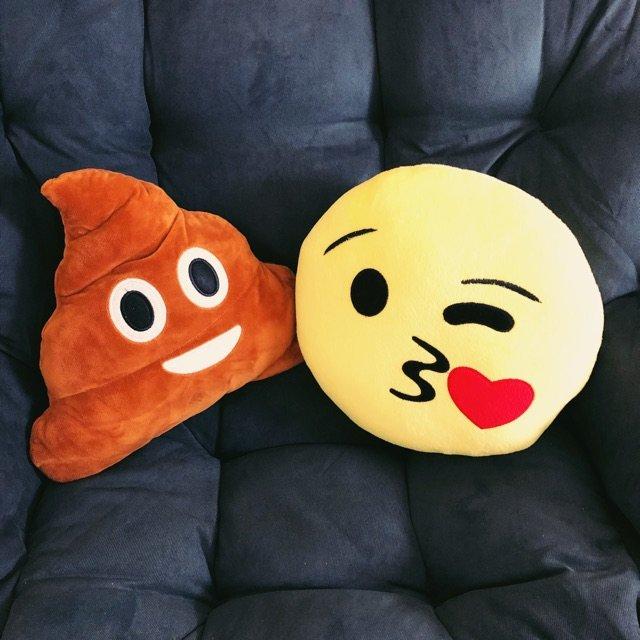 前段时间火了一阵子的emoji 抱...