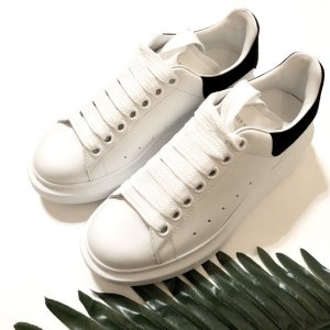 黑尾小白鞋